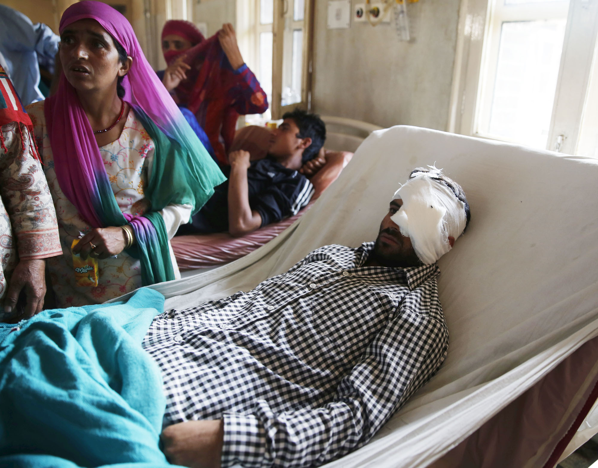 A pellet victim flanked by his family members in Ward no 6 at SMHS