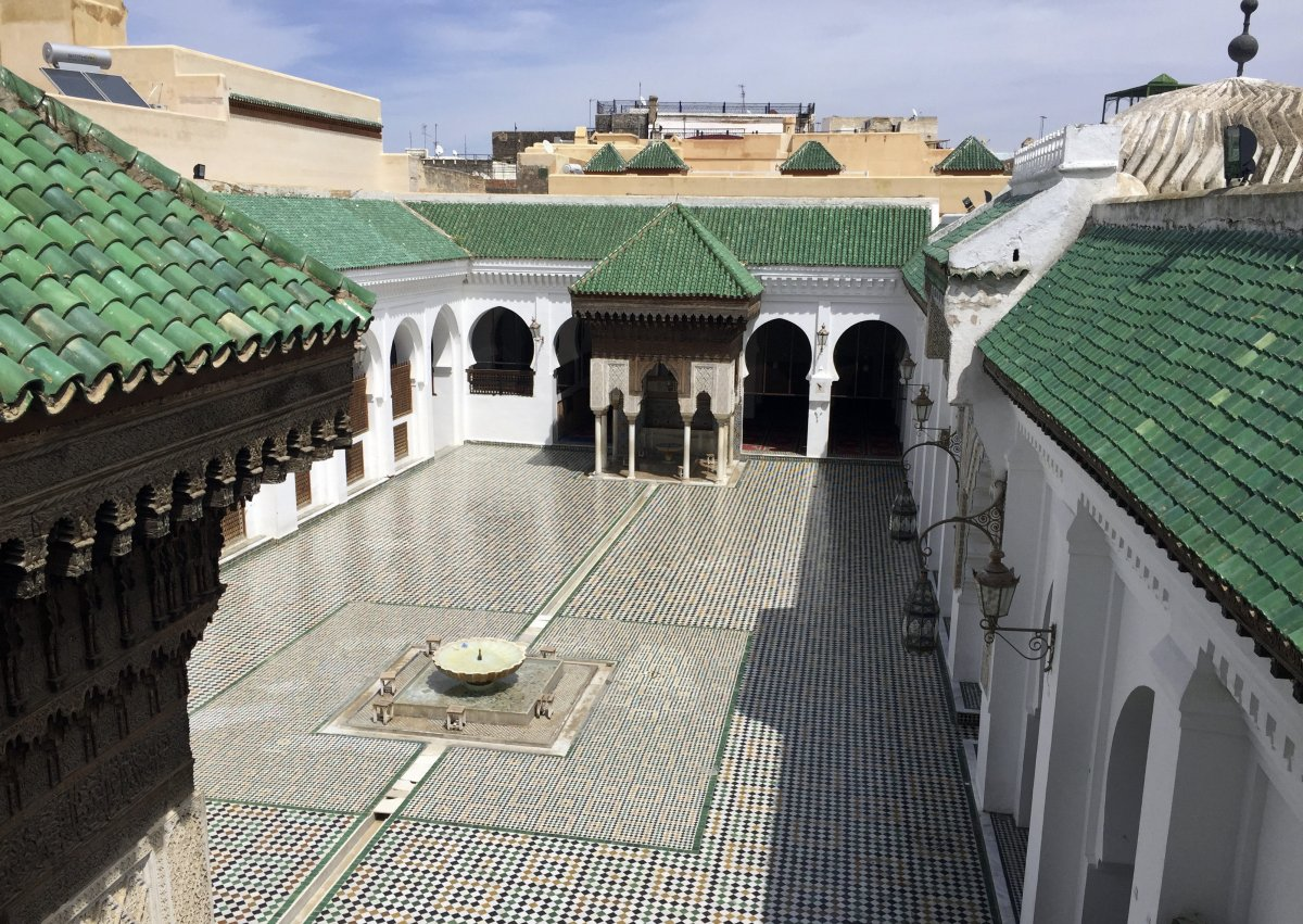 Al qarawiyyin university library and mosque were founded by fatima el fihriya in 859 around the time early forms of algebra were being-invented