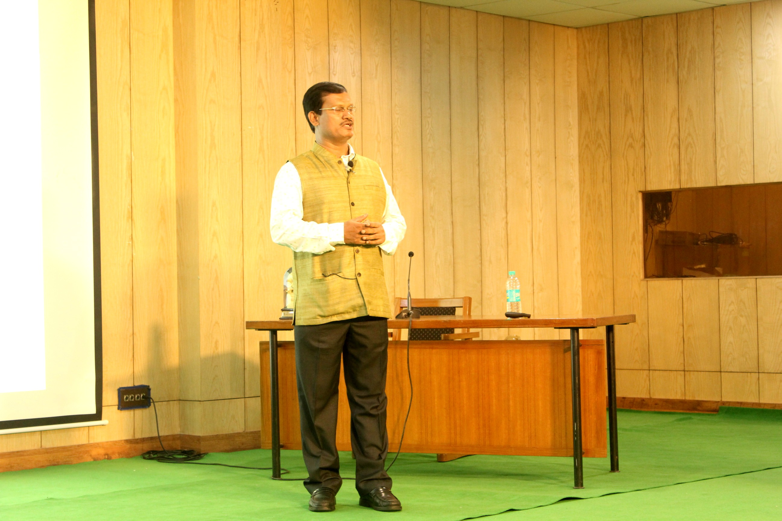 padma-shree-awardee-arunachalam-mruganantham-addressing-the-audience-during-a-a-talk-at-ignca